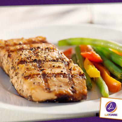 Disfruta los beneficios de consumir pescado con una deliciosa receta baja en calorías. Se trata de un platillo fácil de preparar y sumamente saludable.