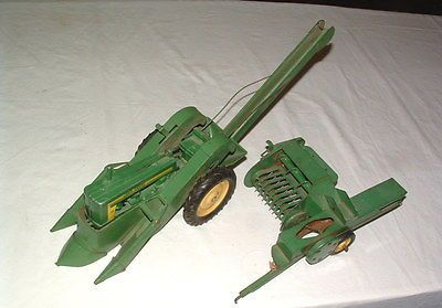 1950s JOHN DEERE FARM TRACTOR WITH PICKER ATTACHMENT AND  HAY BAILER https://t.co/aVEvsWUZEm https://t.co/3ViIPO1d9l