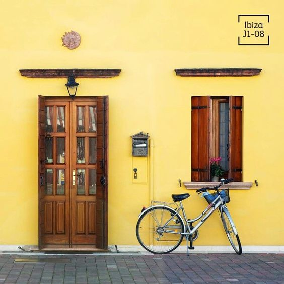 Usa colores amarillos para resaltar tu fachada fachadas for Colores para fachadas de casas