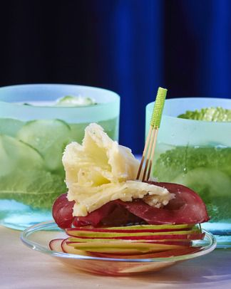 Millefeuille de pommes à la tête-de-moine et virgin mojito concombre