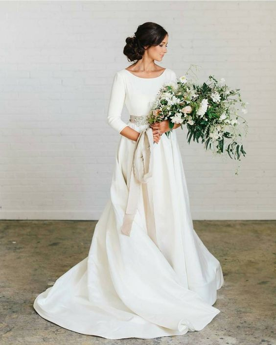 """Simply stunning Dress by: @chantellaurendesigns  Bouquet by: @soilandstem Photography by: @kateosborne"""