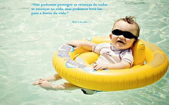 ensina a criança a nadar nas fontes de águas vivas! #Jesus!