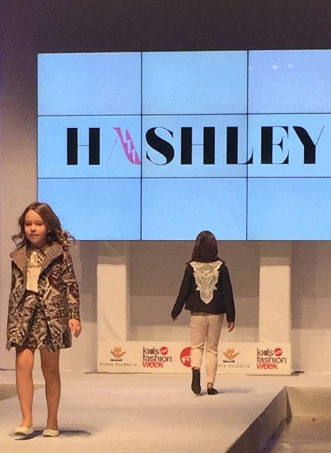 MusicArt📜 Pequeña Fashionista: HASHLEY y su nueva colección GIRLY WORLD desfiland...