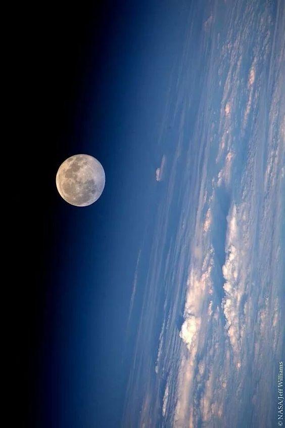 Звёздное небо и космос в картинках - Страница 3 9da8fbb5c999b1830d1f072434358a54