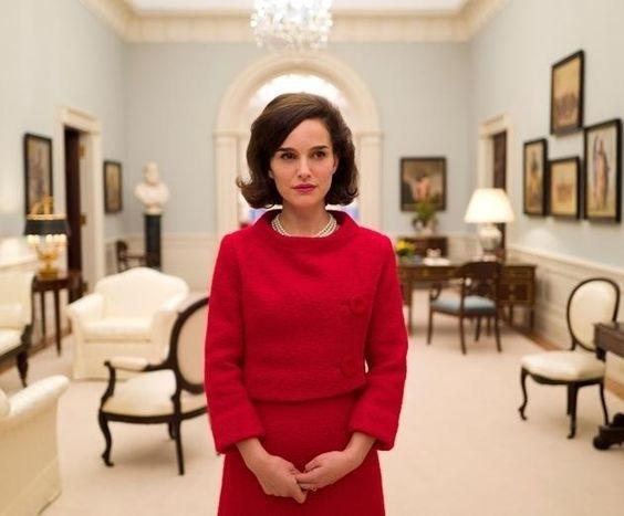 Natalie Portman tökéletes Jackie Kennedy szerepében  Az egykori first lady életét bemutató filmben az Oscar-díjas Natalie Portman zseniálisan alakítja Jackie Kennedy-t.