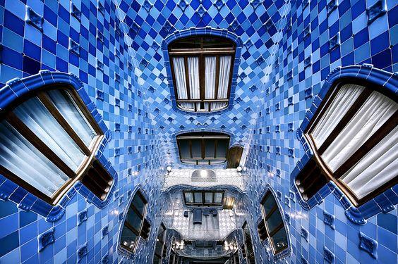 Barcelona, fall down, Antoni Gaudí, batllo casa, blue, , architecture, green,  maison Batlló, spain ,cataluna, Hypnotic
