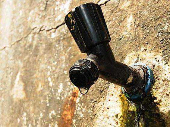 Bairros de Camaragibe e São Lourenço estão sem água