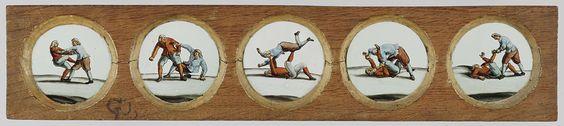 Anonymous   Vijf afbeeldingen van twee vechtende mannen, Anonymous, c. 1700 - c. 1790   Vijf glaasjes met afbeeldingen van twee vechtende mannen, een met een rode jas en een blauwe broek, de andere met een blauwe jas en een rode broek. Elk van de afbeeldingen toont een greep of techniek uit de gevechtskunst.