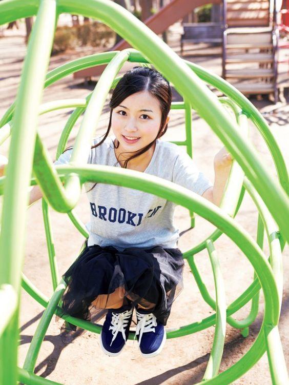公園で遊ぶ佐々木琴子