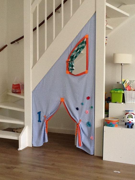 Tent onder trap kinderhoekje onder de trap trap stairs idee n voor het huis pinterest - Huis trap ...