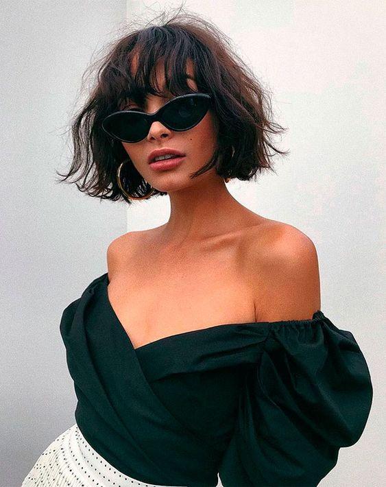 Taylor LaShae. A franja deixa o corte ainda mais poderoso e com uma pegada vintage. O truque é usá-la ultra messy, assim como o resto do comprimento do cabelo.
