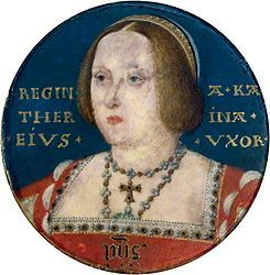 Catalina de Aragón. Hija de la reina Isabel I de Castilla y del rey Fernando II de Aragón, Catalina tenía tres años cuando fue prometida en matrimonio al príncipe Arturo, heredero del trono inglés. Lucas Horenbout - Portrait of Catherine of Aragon. 1ra. esposa de Enrique VIII, hermano menor de Arturo, quien había sucedido al trono recientemente.