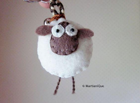 Giorgio le mouton porte clé en feutrine