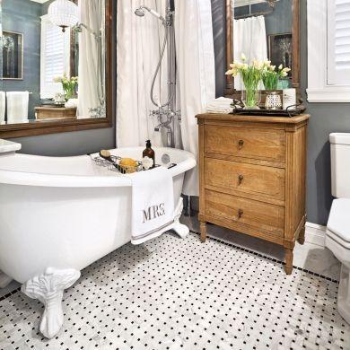 Salle de bain look campagne fran aise bain sur pattes for Salle de bain style campagne