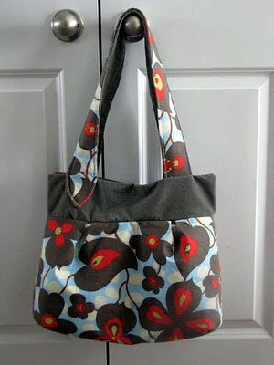 What a cute bag. If I had a sewing machine I would totally attempt this!