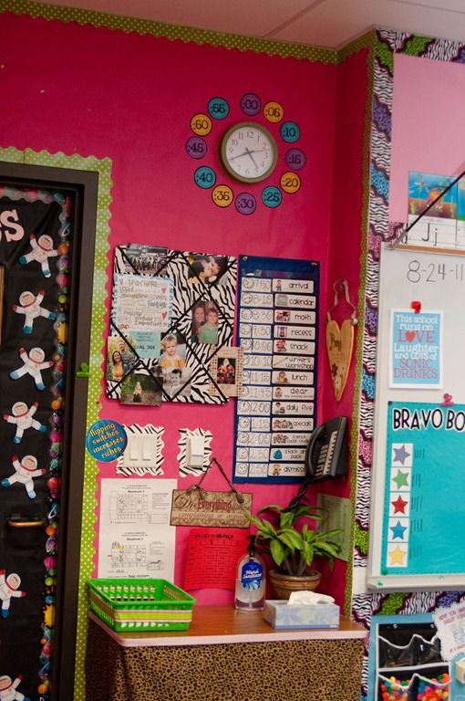 Minimalist Classroom Ideas : This teacher has more kid friendly space in her room by