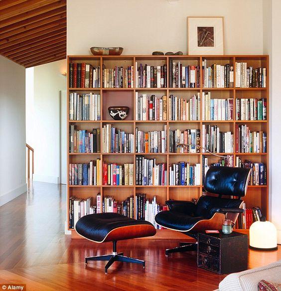 A caverna do homem: Uma cadeira clássico Eames é dito ser um dos favoritos entre os homens que desejam investir em uma peça de design