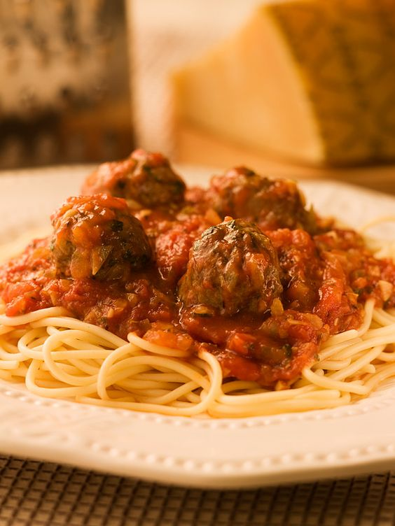 Spaghetti & Meatballs with Simple Tomato Sauce!