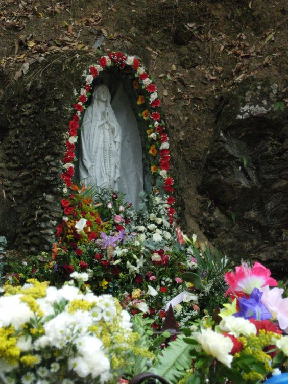 """Virgen De Betania - Estado Aragua - Venezuela: Maria Esperanza de Bianchini reportedly first saw an apparition of Mary in 1976, but she became a world-renowned figure after Mary reportedly appeared to her and 150 others at a farm named """"Finca Betania"""" in Venezuela on March 25, 1984. Mary is said to have appeared under the title """"Mary, virgin and mother, reconciler of all people and nations."""" The apparition was deemed valid by Bishop Pio Bello Ricardo of Los Teques, Venezuela, in 1987."""