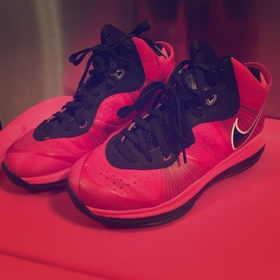 ⚡️FLASH SALE⚡️Nike Lebron James Basketball Shoes Nike Lebron James basketball shoes girls size 4 (Womens size 6) worn only a handful of times.  These hot pink shoes are in excellent condition and are a show stopper! Make me an offer  you don't know if you don't ask... I do bundle offers  Fast same or next day shipping  Nike Shoes