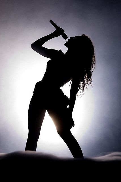 Beyoncé performing during her I Am... Tour in 2009
