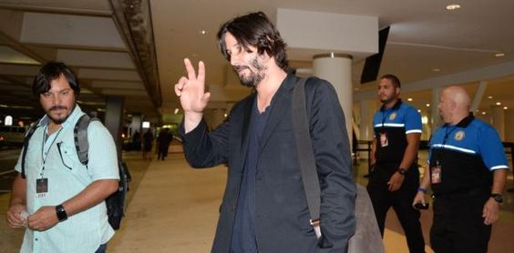 Una chulería Keanu Reeves a su llegada a la Isla  El actor está participando en…