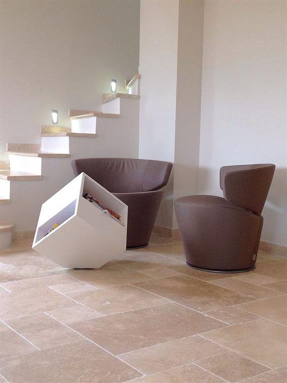 Contemporary living area with a modern and natural style staircase | Pièce à vivre contemporaine avec des escaliers au style moderne et naturel