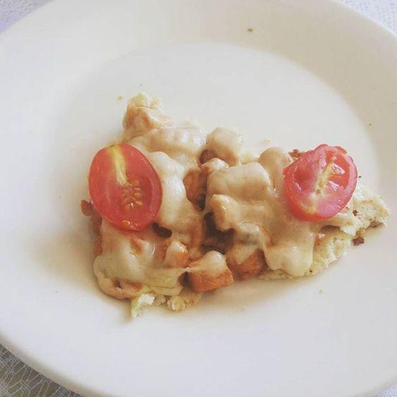 Pizza de couve flor Recheio de frango com queijo. Ser sáudavel é bom de mais.. #dentistasfit #60npb #teamdentistasfit #fit #receita #foco #comeeagacha #fitness by betafitlife http://ift.tt/1smwWFt