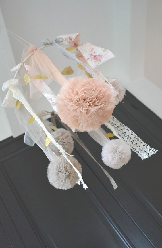 B b mobiles and d cor on pinterest for Lampe pour chambre bebe