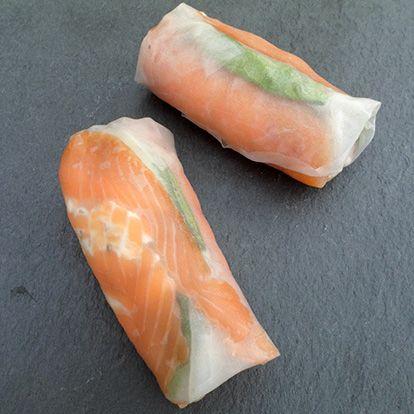 Rouleaux de printemps au saumon fumé, pomme et fromage frais ail & fines herbes