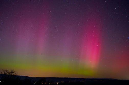 Ein überraschend heftiger Sonnensturm hat in der Nacht zu Mittwoch, 18. März, zu einem faszinierenden Schauspiel am nächtlichen Himmel geführt. In weiten Tei...