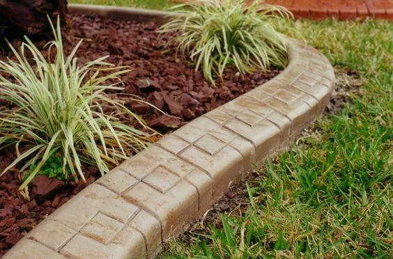 bordure de jardin en béton ornementé