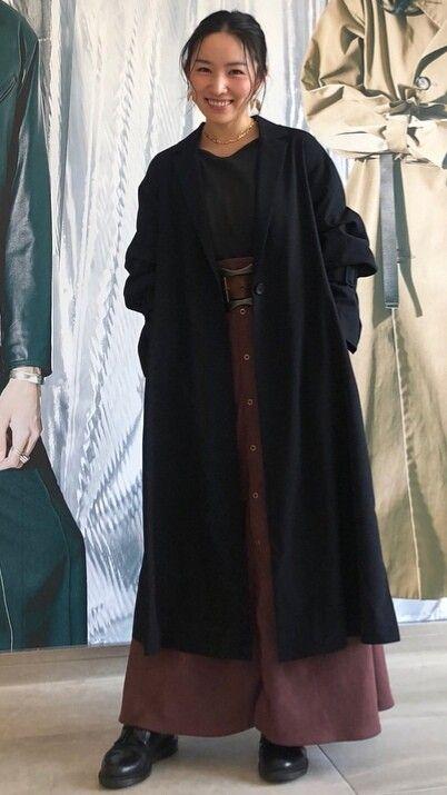 黒い服を着た徳永えり