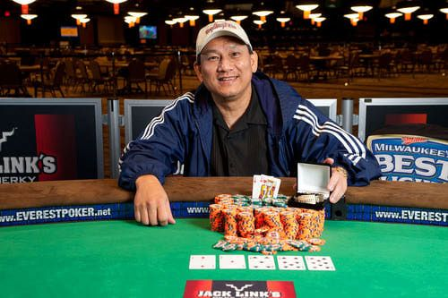 Steven Gee wins the $1,000 No-Limit Hold'em bracelet