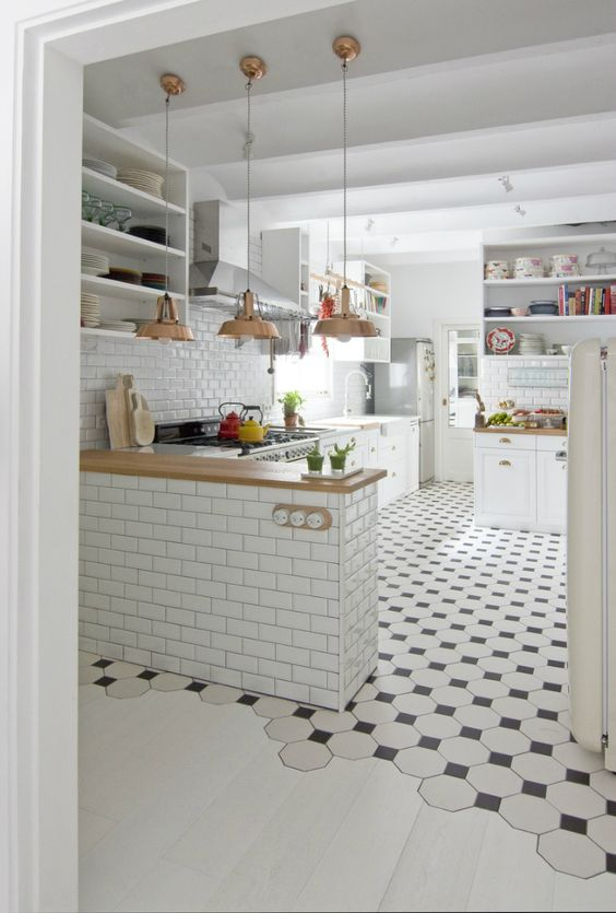 Love this flooring transition. I'm sure the tile and hardwood installers loved it too!!: