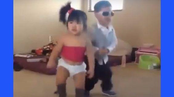 [►] VIDEO: (Bebes que bailan: Bambini che ballano, Bebelusi care danseaza, Baby dancing, Baby tanzt, Bebes bailando) → http://diversion.club/bebes-bailan-bambini-che-ballano-bebelusi-care-danseaza-baby-dancing-baby-tanzt-bebes-bailando/ → Videos de Risa, Videos Chistosos, Videos Graciosos