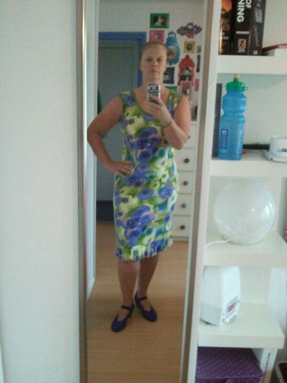 Zelfgemaakte jurk, schoenen Arche
