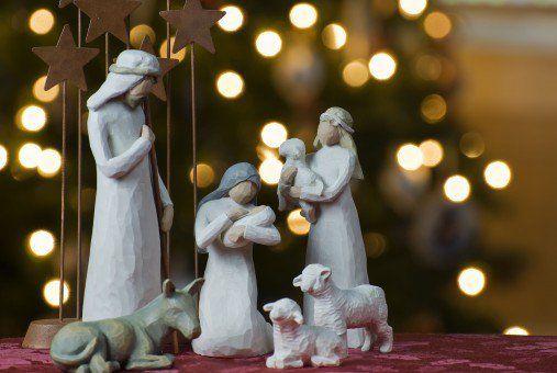 Poner los adornos de Navidad en casa