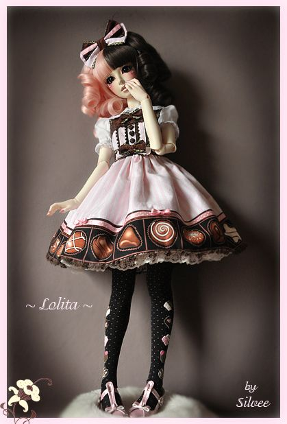Fully custom made Angelic Pretty Lolita (Melty Chocolate) outfit modeled by Oasis YaoYue. Done by Clockwork_Angel. #BJD #OasisYaoYue #Lolita #AngelicPretty