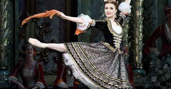 Irina Dvorovenko in - Irina Dvorovenko in The Merry Widow --- #Theaterkompass #Theater #Theatre #Tanztheater #Ballett