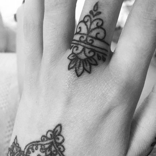 Middle finger tattoo on Olivia Fayne.