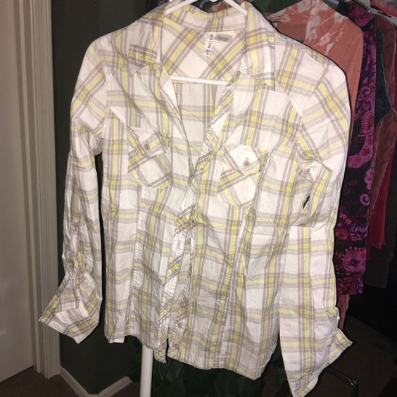 Full tilt plaid shirt Super cute! Full Tilt Tops Button Down Shirts