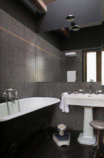 dcoration salle de bains vive le noir et blanc en 12 photos photos and decoration - Salle De Bain Plafond Noir