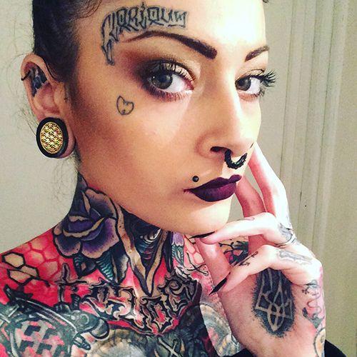 Замечательная Коллекция Девочек С Красивыми Татуировками И Пирсингом.