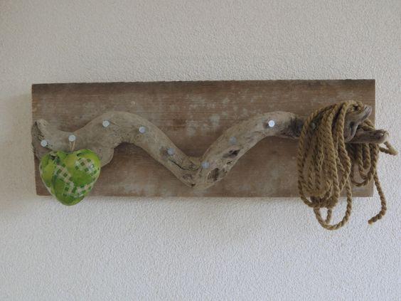 drijfhout sieraden kapstok op steigerhout