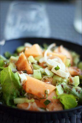 Avec la chaleur ambiante en ce moment j'ai fort fort envie de salade, celle que je vous présente aujourd'hui je l'aime fort car elle est très juteuse et rafraîchissante (même si p…