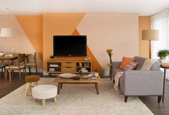 parede-geometrica-laranja-sala-de-estar-decoracao-mobly