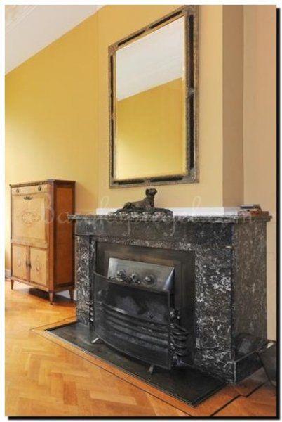 Twee kleurige spiegel op schouw- schoorsteenmantel http://www.barokspiegel.com/klassieke-spiegels/elegante-spiegel-guido