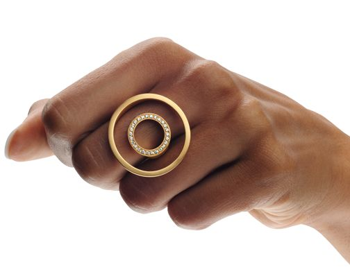 Ring | Angela Hübel. Gold with diamonds:
