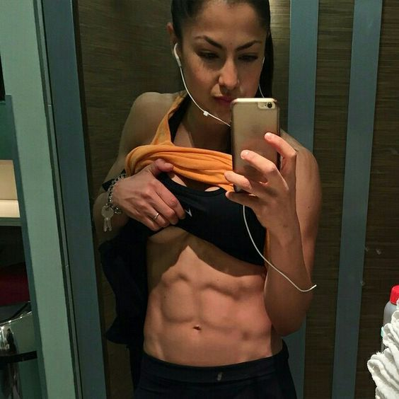 I thought that my abs had disappeared but a little more carbs and here they are! Haha thanks @leeconstantinou for all your help and support and help me to control my panic attacks! Haha 2 weeks!  #contestprep #prepproblems #wbff #wbfflondon #girlswholift #abs #girlswithabs #stronggirls #fitfam #fitness #workout #StrongBeatsSkinny